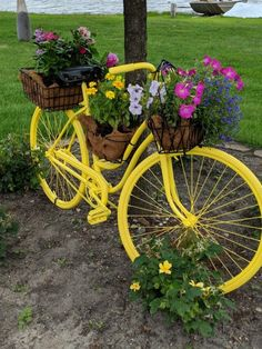 67 Flower Planters from Old Bicycle for Garden - Balcony Decoration Ideas in Every Unique Detail # unique garden decor 67 Flower Planters from Old Bicycle for Garden - Unique Balcony & Garden Decoration and Easy DIY Ideas Garden Yard Ideas, Diy Garden Decor, Garden Crafts, Garden Projects, Garden Art, Garden Design, Eva Garden, Bicycle Decor, Old Bicycle