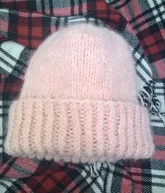 Kotoisissa kutimissa: Heidin puikoilta: Muhkea pörröpipo Crafts To Do, Hobbies And Crafts, Diy Crafts, Crochet Chart, Knit Crochet, Knitting Patterns, Crochet Patterns, Beanie Pattern, Beanie Hats