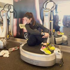 Hoy Power Plate. Muy buen entrenamiento de pierna gracias a @palomaselles.  Today Power Plate. A very good leg workout with @palomaselles  #40andfit #keepgoing #leg #legdayisover #legday #powerplate #consistency #noexcuses #fitphysique #nopainnogain #setyourgoals #neverstop #recovery #goforit #nevergiveup #fightformore #onmyway #lovetotrain #holmesplace #gymaholic #fitnessaddict