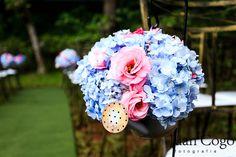 Casamento azul e rosa - arranjos em regadores
