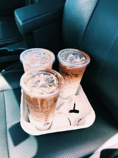 I love my Starbucks so this pic is literally me and my friends! Copo Starbucks, Starbucks Drinks, Starbucks Coffee, Iced Coffee, Coffee Drinks, Coffee Cups, But First Coffee, Coffee Love, Coffee Break