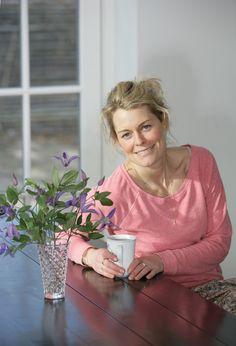 Louise Bruun er ernæringsterapeut, livstilscoach og personlig træner. Hun har i mange år arbejdet med at forbedre sundhedstilstanden hos mennesker med hver deres unikke historie og udfordringer.