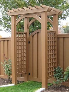 Love this pergola gate! Would paint it white to match our pergola & house trim - perfect for backyard entry from the alley Cheap Privacy Fence, Privacy Fence Landscaping, Privacy Fence Designs, Backyard Privacy, Backyard Fences, Pergola Designs, Diy Pergola, Backyard Landscaping, Landscaping Ideas