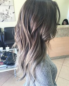 Brown and Gray Blend Ombre Hair Color - Best New Hair Styles Brown Hair With Highlights, Brown Hair Colors, Blonde Highlights, Gray Ash Hair, Brown And Silver Hair, Black Hair, Hair Colour, Layered Haircuts For Women, Medium Length Wavy Hair