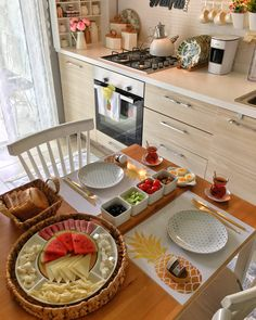 If You Read Nothing Else Today, Read This Report On Shabby Chic Dining Room 121 Comedor Shabby Chic, Brunch Cafe, Shabby Chic Dining Room, Dining Rooms, Breakfast Platter, Turkish Breakfast, Kitchen Organisation, Organization, Food Decoration