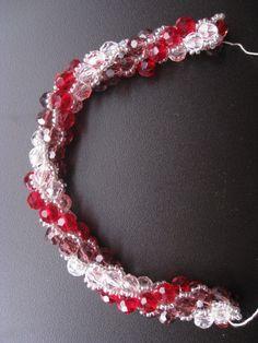 turkish bead crochet, three colors, really cool Beading Techniques, Beading Tutorials, Bead Crochet Rope, Spirals, Ropes, Loom Beading, Helmet, Beads, Diamond