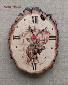 Wooden Wall Clock Moose Hunting Wood Slice by AlgirdasPiroArt Wood Burning Crafts, Wood Burning Patterns, Wood Burning Art, Diy Wood Projects, Wood Crafts, Woodworking Projects, Diy Crafts, Hunting Crafts, Awesome Woodworking Ideas