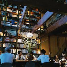 Restaurant Design, Restaurant Bar, Kyoto, Cofee Shop, Retro Cafe, Staycation, Book Worms, Interior And Exterior, Building A House