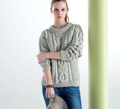 Classique mais indémodable, léger mais chaleureux, on aime ce pull à torsades 100% naturel, indispensable pour votre dressing tricoté en 'Laine FRIMAS' coloris Flanelle.Modèle N°16 du catalogue N°125 : Femme, Automne/Hiver 2015