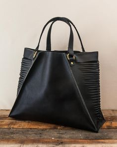 The Margeaux Oversize Tote by J Paige & Co   Handmade in Oregon  #leather #Wallet #handmade #Womensaccessories #fashion #styleoftheday #bohemian #boho #gypsygirl #gypsy #handbags #leathergoods #madeinusa #madeinoregon #supportlocal #weave #Jpaige&co