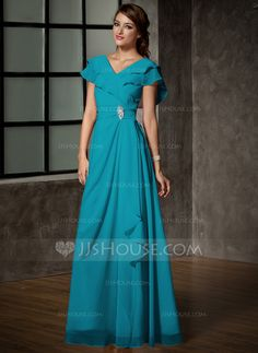 A-Line/Princess V-neck Floor-Length Chiffon Mother of the Bride Dress With Crystal Brooch Cascading Ruffles (008006120)