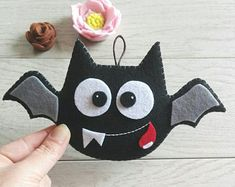 Artículos similares a Halloween Ornament Set. en Etsy Source by Halloween Bat Decorations, Halloween Trees, Felt Decorations, Halloween Crafts For Kids, Holidays Halloween, Halloween Diy, Halloween Sewing Projects, Moldes Halloween, Adornos Halloween