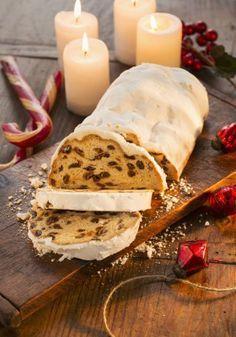 Pan-aleman-de-Navidad INGREDIENTES (8 personas) Primera masa: ◗ 40 g de harina de fuerza ◗ 40 g de leche ◗ 40 g de masa madre. Masa: ◗ 300 g de harina de fuerza ◗ 150 g de mantequilla ◗ 55 g de azúcar ◗ 80 g de leche ◗ 100 g de pasas ◗ 100 g de fruta confitada ◗ 50 g de ron ◗ 1 vaina de vainilla ◗ 3 cucharaditas de especias molidas (anís, canela, cardamomo, clavo, nuez moscada, vainilla...). Cobertura:◗ Azúcar glass Pan Dulce, Love Eat, Desert Recipes, Christmas Baking, No Bake Cake, Food For A Crowd, Sweet Recipes, Cupcake Cakes, Food And Drink