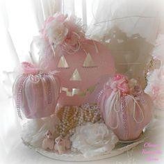 ✿ڿڰۣ Pink Pumpkins for Shabby Chic / Cottage Decor www. More halloween babyshower Shabby Chic Halloween, Shabby Chic Fall, Pink Halloween, Shabby Chic Pink, Halloween Crafts, Halloween Prop, Halloween Witches, Halloween Table, Shabby Chic Pumpkins