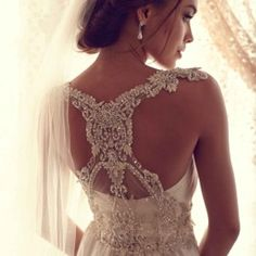 Anna Campbell dress-I love the detail on the back of this