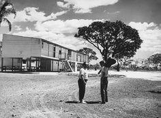 Tom e Vinícius durante a construção de Brasília