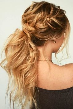 The reason why messy ponytail hairstyles are so popular is that they are very easy to achieve. The messy ponytail hairstyle can be upgraded, updated and modified to accommodate all facial shapes, hair texture and length, as well as any occasion. Easy Hairstyles, Wedding Hairstyles, Hairstyles 2018, Ponytail Hairstyles For Prom, Hairstyle Ideas, Ponytail For Prom, Updos For Thin Hair, Twisted Ponytail, Formal Hairstyles For Long Hair