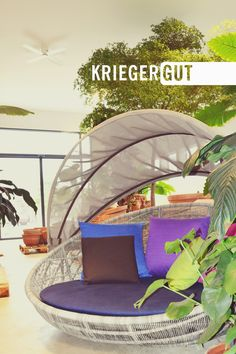 In dieser wunderschönen Atmosphäre könnt ihr euch bei uns nicht nur beraten lassen in Sachen Pflanzen und Garten, sondern auch Shoppen, Essen, Trinken und Feiern. Zum Beispiel bei der nächsten Gartenlounge am 29.Juni.  Nähere Infos unter: www.facebook.com/events/122300611974094/  #cafe #cocktail #essen #glashaus #gartenlounge #gartencafe #kriegergut #perg Juni, Outdoor Furniture, Outdoor Decor, Events, Facebook, Bed, Home Decor, Parov Stelar, Cocktail Food