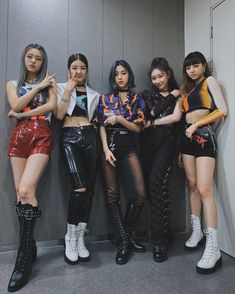 Photo album containing 4 pictures of ITZY Kpop Girl Groups, Korean Girl Groups, Kpop Girls, K Pop, Stage Outfits, New Girl, South Korean Girls, Yuri, Leather Skirt