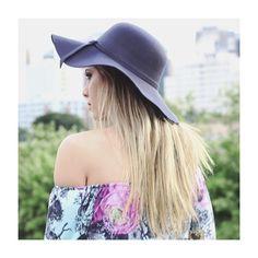O chapéu flooppy é o complemento perfeito para o seu look, uma dica é combinar com blusas com decote ombro a ombro, um charme!  #fashion #moda #details #love #ShopOnline #NomadSoul  #lojabySiS  www.lojabysis.com.br