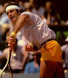 Guillermo Vilas. Ex jugador.- Se inicio en el Lawn Tennis Club. Es miembro del International Tennis Hall of Fame  y el tennista con mas premios ganados  -hasta hoy- de nuestro pais.-