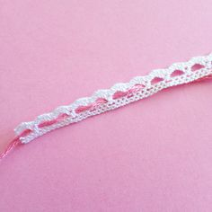 DIY & Bijoux en dentelle – Loïcia Itréma Friendship Bracelets, Diy, Jewelry, Fashion, Lace Bracelet, Ring, Jewerly, Moda, Jewlery
