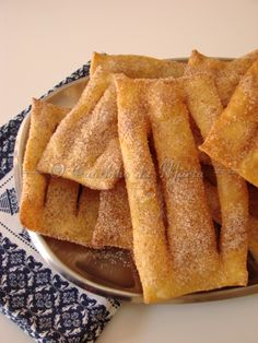 Portuguese Desserts, Portuguese Recipes, Portuguese Biscoitos Recipe, No Bake Desserts, Dessert Recipes, Easy Lunches For Work, Good Food, Yummy Food, Crunch