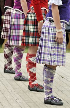 On the left - kilt from the side from the waist down #macgregor #burgundy #tartan