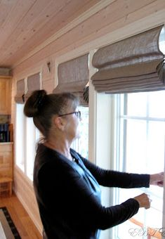 Hus, hytte og hagegleder: DIY liftgardin..... Cabin Curtains, Window Treatments, Tanks, Diy And Crafts, Interior Decorating, Windows, Inspiration, Home Decor, Window Ideas