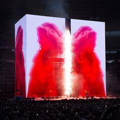 Devlin: 'A touring stadium rock show is a formidable physical phenomenon' Es Devlin Design - Beyonce's Formation tour in Paris.Es Devlin Design - Beyonce's Formation tour in Paris. Bühnen Design, Tv Set Design, Stage Set Design, Event Design, Pixel Design, Conception Scénique, Kanye West Concert, Award Tour, Es Devlin