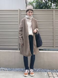 Uniqlo, Mode Vintage, Mode Style, Asian Fashion, Simple Style, Fur Coat, Winter Hats, Fashion Dresses, Normcore