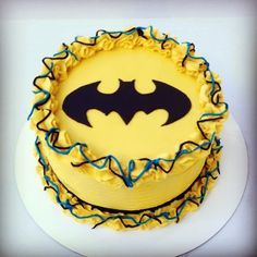Buttercream Batman Cake @Meghan Lydon  something like this for Declan's Smash??