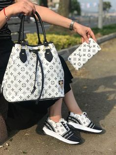 Women Fashion Style New Collection For Louis Vuitton Handbags, LV Bags to Have women fashion bags , best women fashion bags Louis Vuitton Shoes, Vuitton Bag, Louis Vuitton Handbags, Purses And Handbags, Cheap Handbags, Louis Vuitton Luggage Set, Spring Handbags, Unique Handbags, Fabric Handbags