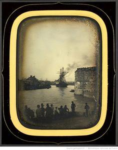 Navire quittant le port du Havre