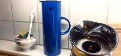 Fjern rester af kaffe og te i termokanden med bagepulver