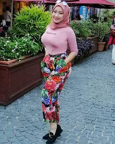 DrBernard Spangenberg's media content and analytics Arab Girls Hijab, Girl Hijab, Muslim Girls, Beautiful Muslim Women, Beautiful Hijab, Asian Woman, Asian Girl, Moslem, Ig Girls