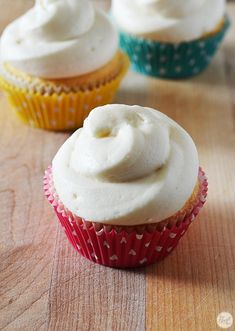 the best homemade vanilla buttercream icing recipe. and only 4 ingredients! so, so simple to make. and so, so yummy! | www.livecrafteat.com
