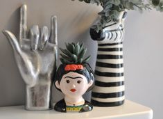 Quirky Ceramic Mini Frida Kahlo Pot Quirky Home Decor, Eclectic Decor, Picnic Centerpieces, Painted Pots, Hand Painted, Cactus Plant Pots, Decorated Flower Pots, Seed Paper, Diy Mugs