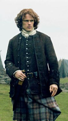 Jamie watches Murtagh's struggle to train their troops.