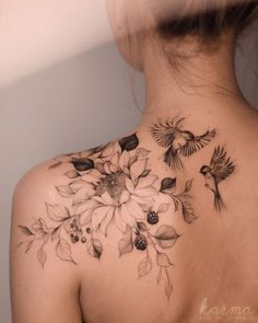50 Gorgeous And Exclusive Shoulder Floral Tattoo Designs You Dream To Have - Pag. - 50 Gorgeous And Exclusive Shoulder Floral Tattoo Designs You Dream To Have – Page 43 of 50 – Wom - Back Of Shoulder Tattoo, Shoulder Tattoos For Women, Flower Tattoo Shoulder, Feminine Shoulder Tattoos, Shoulder Sleeve Tattoos, Shoulder Tattoo Female, Female Tattoo Sleeve, Female Back Tattoos, Gorgeous Tattoos
