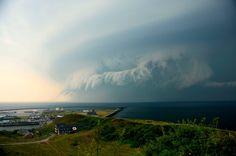 Ein Tornado wütete im Juli 2010 auf Helgoland und der benachbarten Insel Düne:...