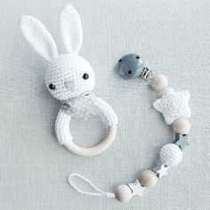 Baby Knitting Patterns Toys Quite neutral, but no less sweet :-) Set of hare rattle in white with gray . Baby Knitting Patterns, Amigurumi Patterns, Baby Patterns, Crochet Patterns, Crochet Baby Toys, Crochet For Kids, Diy Crochet, Baby Gift Sets, Baby Gifts