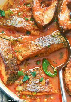 Curry Fish - Immaculate Bites - Atıştırmalıklar - Las recetas más prácticas y fáciles Fish Dishes, Seafood Dishes, Seafood Recipes, Cooking Recipes, Healthy Recipes, Fried Fish Recipes, Cooking Bacon, Recipes Dinner, Jamaican Dishes