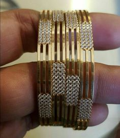 Saved by radha reddy garisa Plain Gold Bangles, Gold Bangles Design, Gold Jewellery Design, Rose Gold Jewelry, Womens Jewelry Rings, Quartz Jewelry, Bangle Bracelets, Sharara, Bvlgari