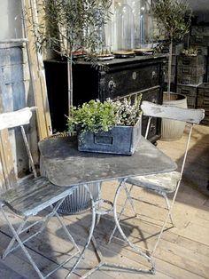 european-vintiage-antique-iron-patio-furniture-