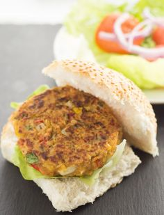 These delicious spicy lentil burgers are not only packed full of taste but they're low calorie and low fat too. Vegetarian, easy to make and low cost too! Lentil Recipes, Veggie Recipes, Diet Recipes, Healthy Recipes, Low Fat Vegetarian Recipes, Diet Tips, Best Foods During Pregnancy, High Protein Diet Plan, Lentil Patty