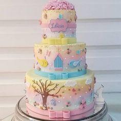 Bom dia com esse bolo lindo para o tema Pássaros by @adrianabombocado ! #loucaporfestas #party #decor #decoration #cake #bolo #cakelpf #bololpf