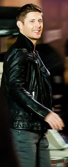 Jensen, on set season 12 (click through for full picspam) LizS Edit