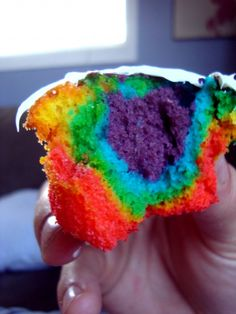 Tie-Dye Cupcakes ~ full instructions included ~ now this looks yummy & fun!