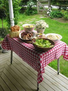 Lunch is served on the porch. Country traditions.